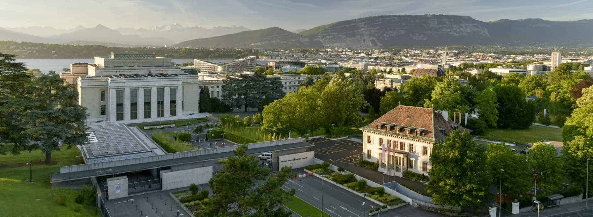 Les Relations Publiques de l'Ecole Hôtelière de Genève, l'écrin de verdureau bord du lac léman en Suisse