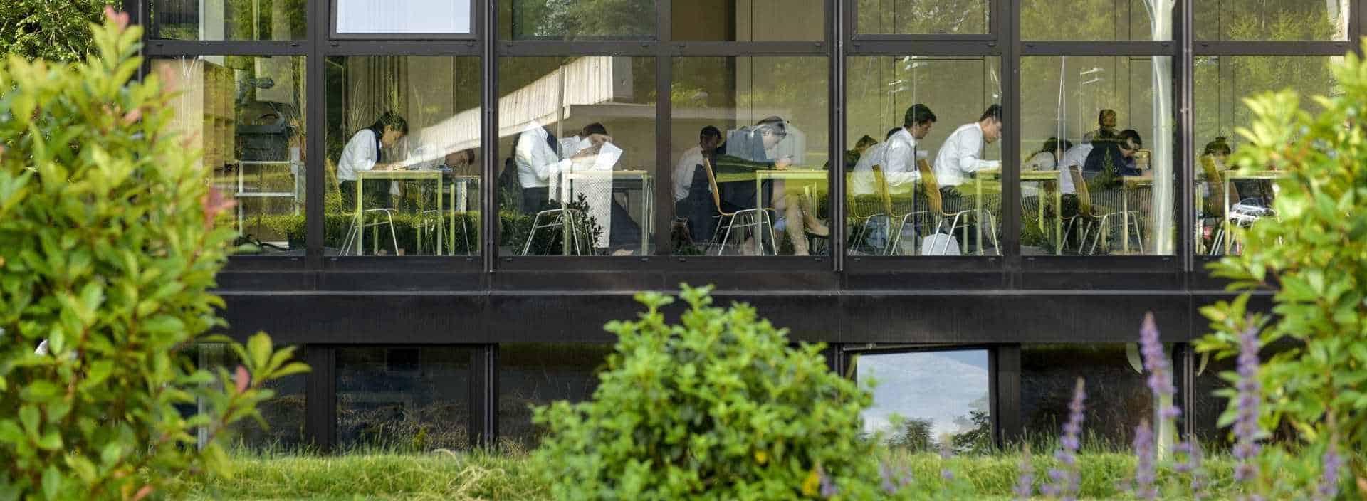 Apprendre un métier passionnat a l'Ecole Hôtelière de Genève, suivez le Cursus généraliste en 3 ans
