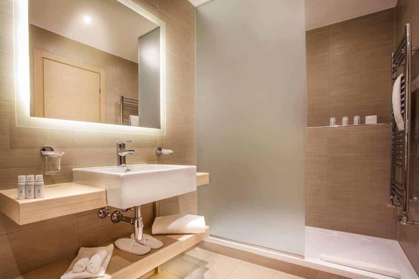 Profiter d'une des magnifiques salle de bains au Starling résidence a geneve