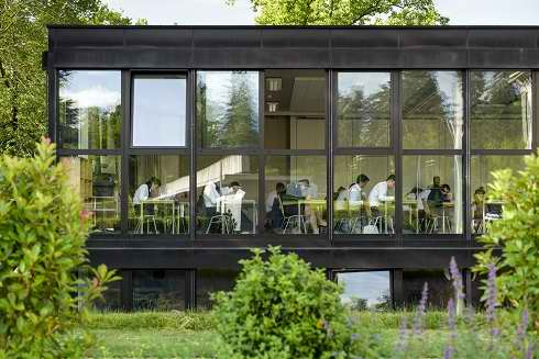 Découvrez le Campus de l'Ecole Hôtelière de Généve avec son Bar