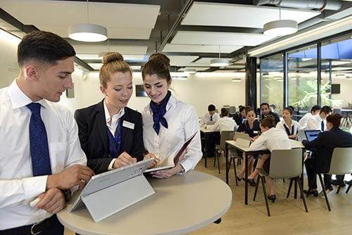 Pourquoi Choisir l'Ecole Hôtelière de Genève car elle est classée dans le top 10 mond et que son camété complial des écoles hôtelières