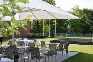 La terrasse du restaurant Vieux Bois situé au sein de parc de l'Ariana a geneve
