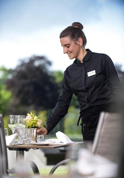 le restaurant gatronomique Vieux bois a Genève vous acceuille sur sa terrasse du lundi au vendredi