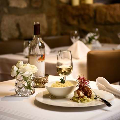 Book a private room for your event at restaurant l'auberge in Chambésy - Réserver notre salle privee pour votres business lunch ou votre diner prive au restaurant l auberge a chambesy suisse