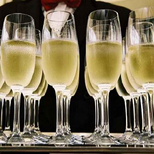 Concept de restauration à Genève - Ou fêter son anniversaire au restaurant a Genève avec du champagne