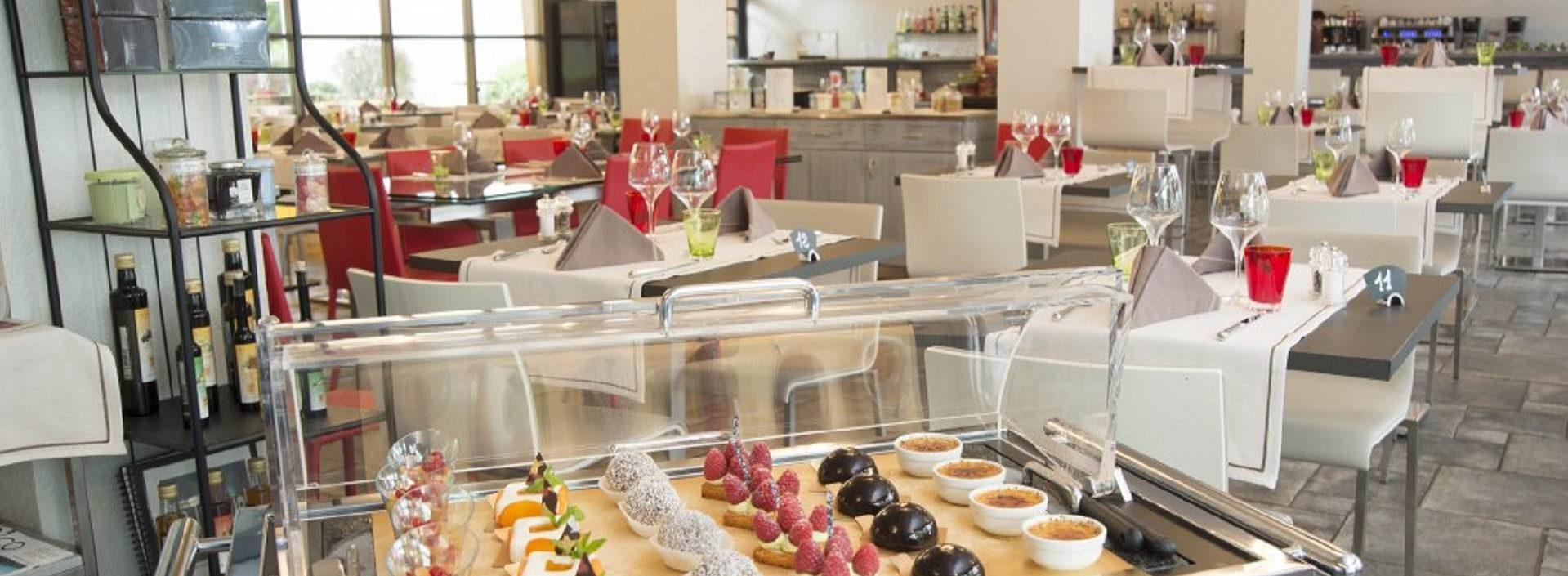 Le restaurant aux acacias le Trinquet a Genève, aux Acacias, et son chariot de dessert