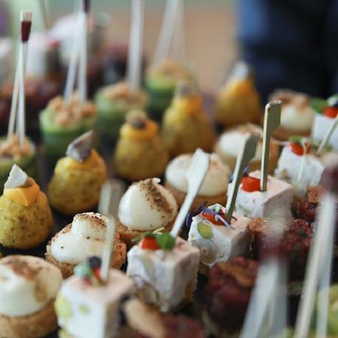 Planifier un vernissage a Genève avec EHG Traiteur. Plateau cocktail dînatoire - EHG Traiteur Geneve