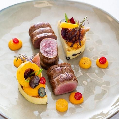 Découvrez la carte de la Chasse au restaurant Vieux Bois a Genève - Médaillon de cerf Grand Veneur, fruits et légumes crus et cuits